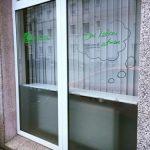 Schaufensterbeschriftung mit Plottfolie